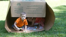 kids-playing-box